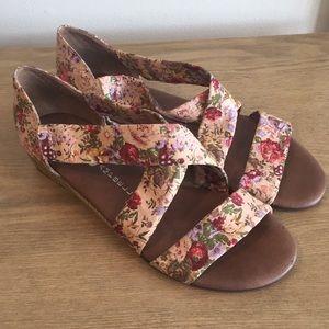Jeffrey Campbell beige floral sandal